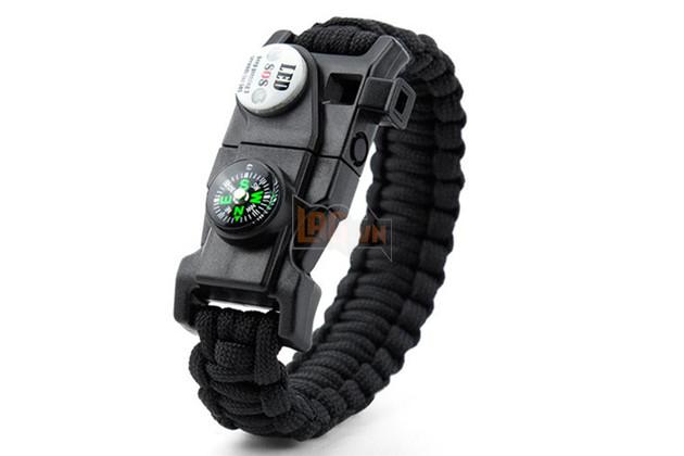Do có khối lượng nhẹ nên chỉ cần tết lại thành vòng đeo tay là bạn đã có thể mang theo người vài mét dây paracord.