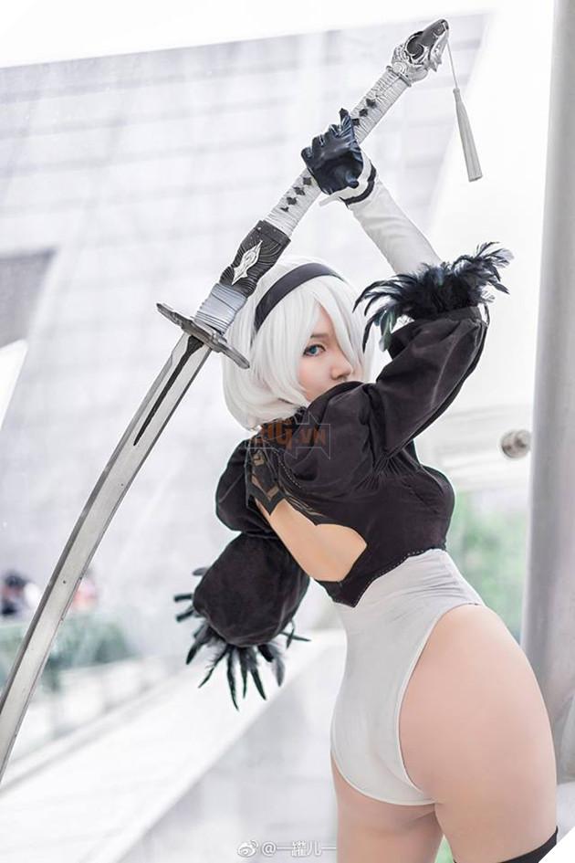 Bỏng mắt với cosplay về cô nàng 2B trong Nier: Automata
