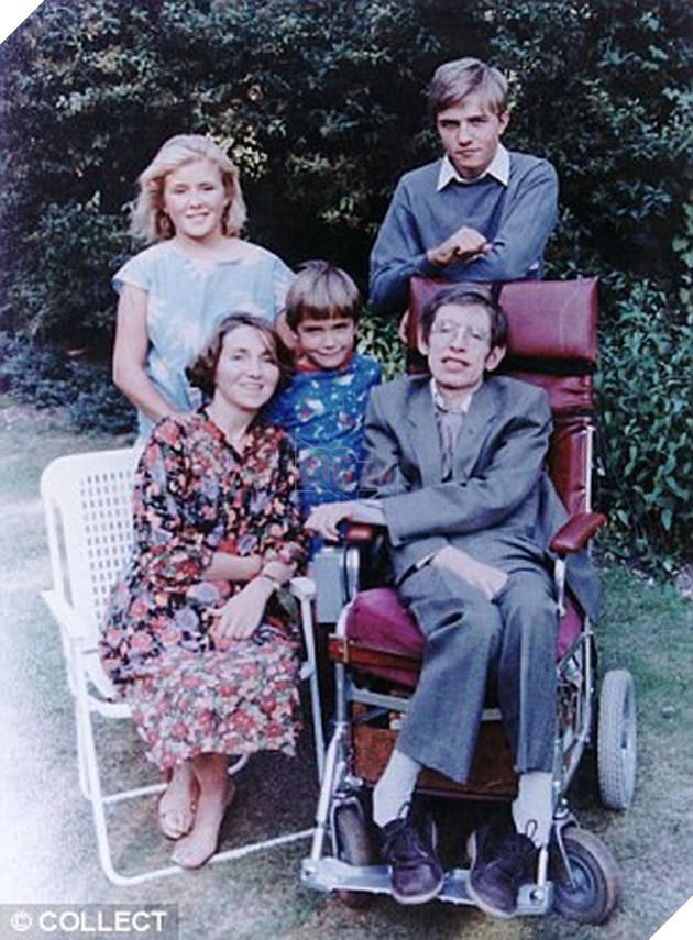 Chuyện tình đẹp nhưng không trọn vẹn của thiên tài vật lý Stephen Hawking