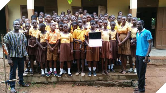 Thầy giáo châu Phi dạy MS Word bằng cách vẽ lên bảng được Microsoft mời đi dự Diễn đàn Giáo dục Toàn cầu tại Singapore - Ảnh 4.