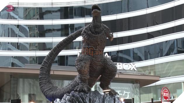 Chê tượng cũ không xứng tầm, người Nhật xây hẳn một bức tượng Godzilla mới cho hoành tráng
