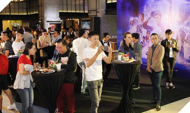 Hoạt động tiệc buffet đứng tại sự kiện