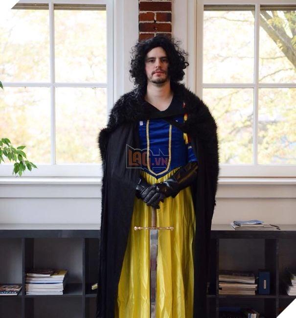 Meet My Sister's Coworker, Jon Snow White!