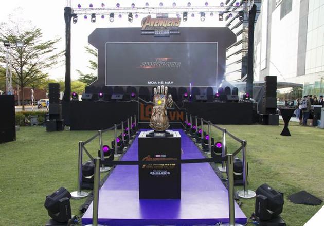 Sân khấu chính đã sẵn sàng chào đón hàng nghìn người hâm mộ Avengers: Infinity War