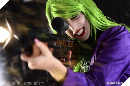 Nóng mắt với cosplay Joker phiên bản nữ: Quá gợi cảm!