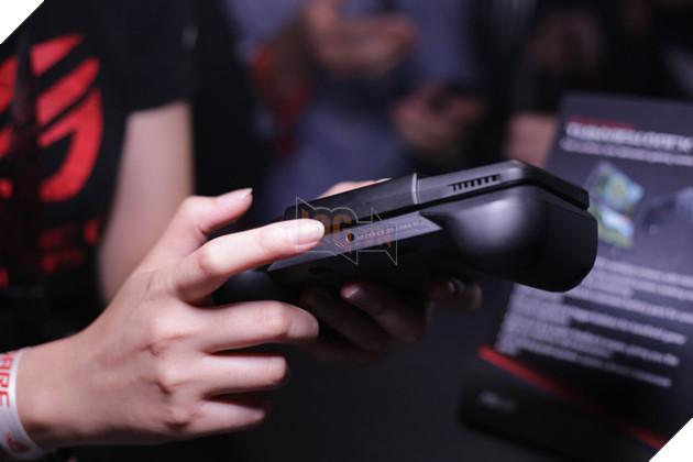 Cận cảnh ROG Phone: Quái vật chơi game di động sẽ gây bão năm nay