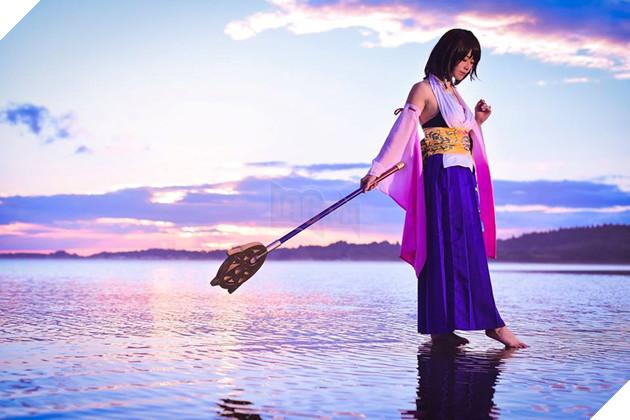 Choáng ngợp với bản cosplay Yuna cùng điệu nhảy trên mặt nước huyền thoại Final Fantasy