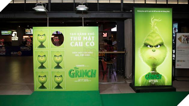 Gia đình sao Việt nô nức đi xem Grinch lập âm mưu phá giáng sinh 4
