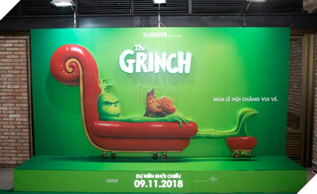 Gia đình sao Việt nô nức đi xem Grinch lập âm mưu phá giáng sinh 5