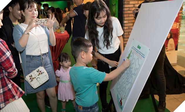 Gia đình sao Việt nô nức đi xem Grinch lập âm mưu phá giáng sinh 8