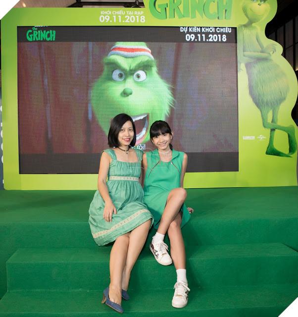 Gia đình sao Việt nô nức đi xem Grinch lập âm mưu phá giáng sinh 13
