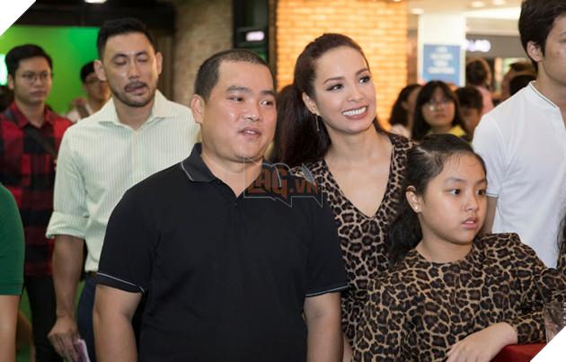 Gia đình sao Việt nô nức đi xem Grinch lập âm mưu phá giáng sinh 17
