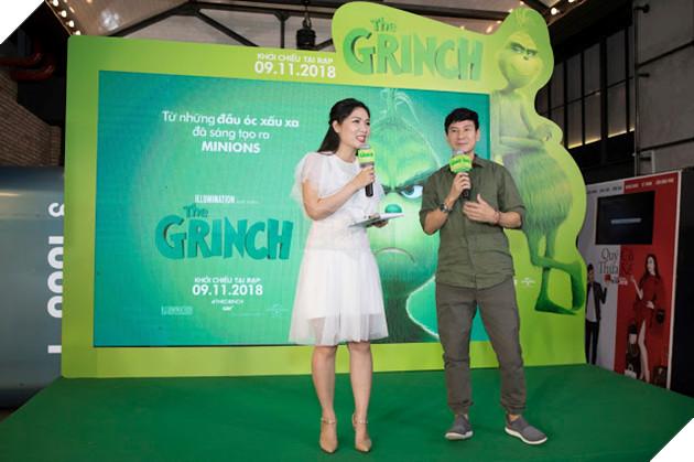 Gia đình sao Việt nô nức đi xem Grinch lập âm mưu phá giáng sinh 19