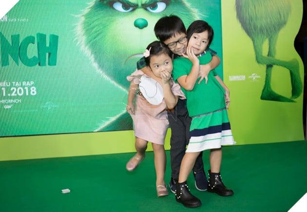 Gia đình sao Việt nô nức đi xem Grinch lập âm mưu phá giáng sinh 22