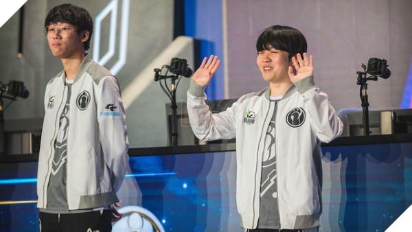 LMHT: iG giành chức vô địch, Uzi và Faker bị cộng đồng game thủ troll không thương tiếc
