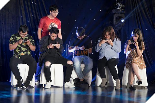 Các khách mời tham gia chơi thửKiếm Thế Mobile