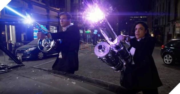 Men in Black International tung trailer cực ngầu, Thần Sấm Thor cùng Valkyrie song hành diệt Alien 2