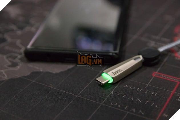 Ngắt sạc ngay lập tức khi điện thoại bị nóng khi sạc để đảm bảo an toàn cho thiết bị và người dùng. Nguồn: Lag.vn.
