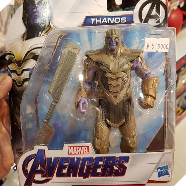 Thanos cũng xuất hiện với Găng tay vô cực và vũ khí mới. Nguồn: Internet.