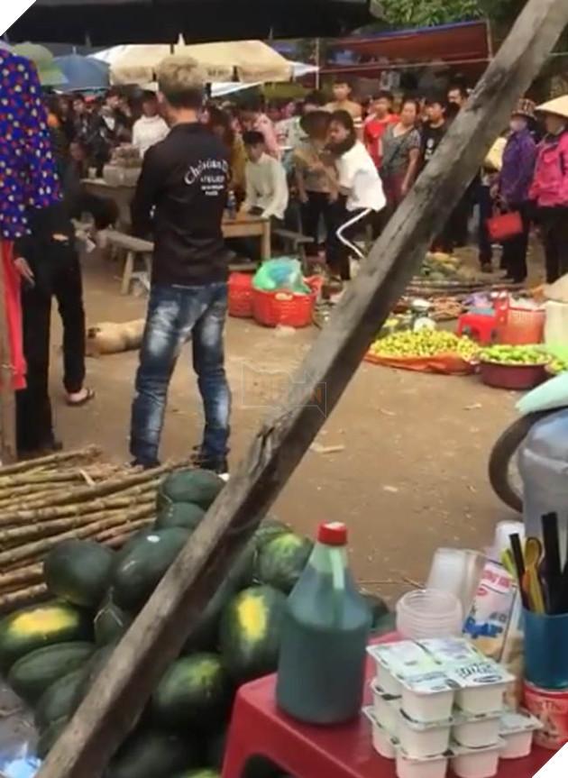 CĐM tìm ra info nam thanh nữ tú ném đá, đánh chết chú chó mẹ mới đẻ vào chợ tìm thức ăn cho đàn con 2
