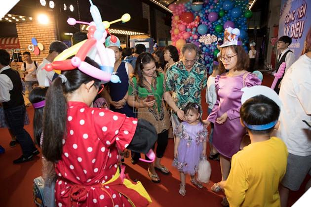 Siêu mẫu Thúy Hạnh, Huỳnh Đông - Ái Châu cùng các con khám phá Wonder Park  2
