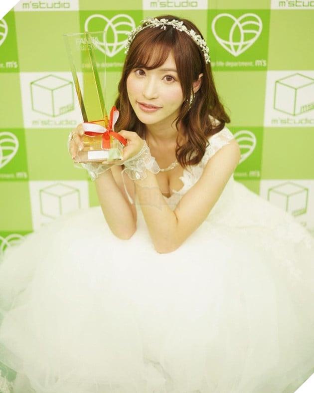 Ngắm nhan sắc xinh đẹp của Amatsuka Moe, thiên sứ của làng phim 18+ Nhật Bản - Ảnh 8.