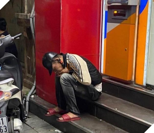 Thanh niên xăm trổ bị đánh vì sàm sỡ 'hoa đã có chủ' ở cửa hàng tiện lợi 3